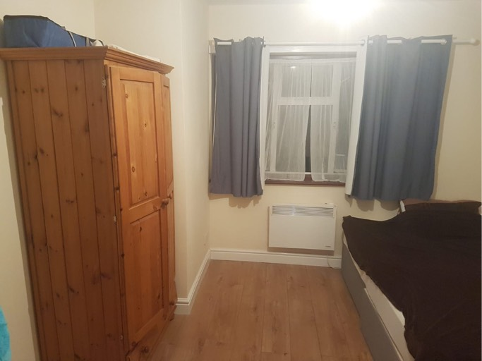 Large room on first floor £600 a month all included